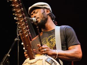 Sekou Kouyate, 'el Jimi Hendrix de África Occidental', ofrece su primer y único concierto en España. en Lavapiés Diverso 2015
