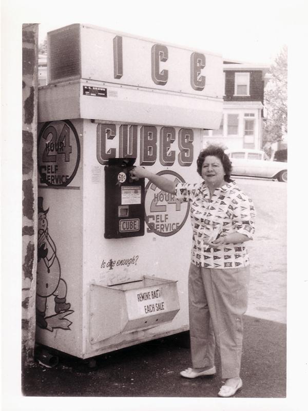 Gloria Fuertes | Poeta y escritora | Lavapiés | Madrid 28 julio 1917 - 27 noviembre 1998 | Poeta en los USA