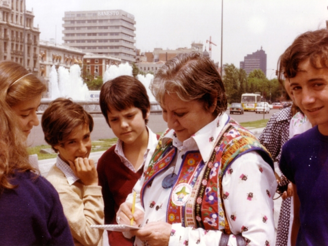 Centenario Gloria Fuertes | 1917-1998 | #gloriafuertes100 | El balcón de Gloria Fuertes | 01/07/2017 | Nací diciendo ajo y sí