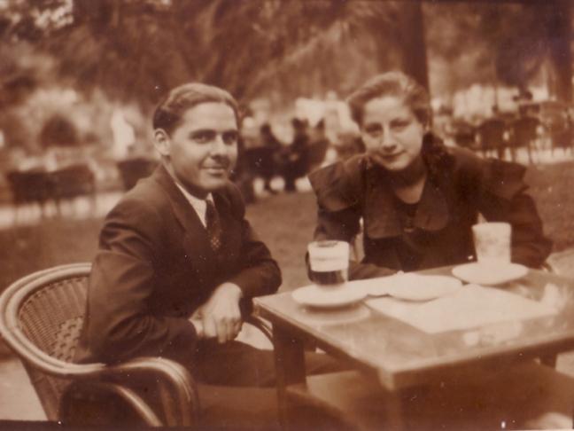 Centenario Gloria Fuertes | 1917-1998 | #gloriafuertes100 | El balcón de Gloria Fuertes | 01/08/2017 | Frases de agosto