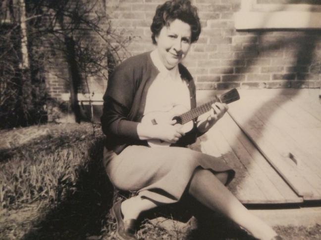 Centenario Gloria Fuertes | 1917-1998 | #gloriafuertes100 | El balcón de Gloria Fuertes | 16/09/2017 | Autobio 'Nunca vi claro'