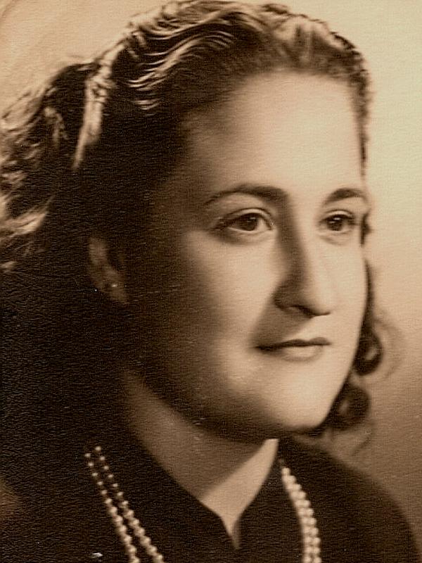 Gloria Fuertes | Poeta y escritora | Madrid 1917-1998 | Centenario Gloria Fuertes | #gloriafuertes100 | Joven